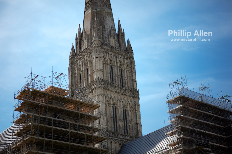 The fourth stop of the day brought us to the grandiose Salisbury Cathedral. It appears that one of the wings has been handed over to Christo Javacheff.